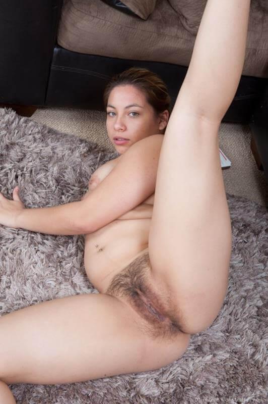 gordinha rabuda gostosa mostrando a buceta peluda