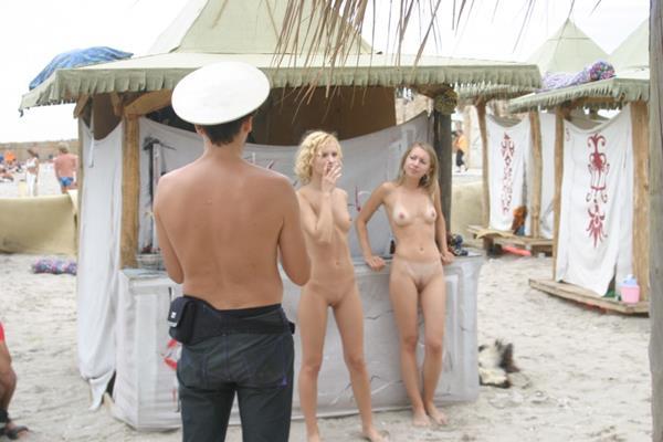 novinhas gostosas peladinhas na praia (16)