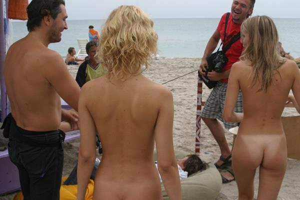 novinhas gostosas peladinhas na praia (21)