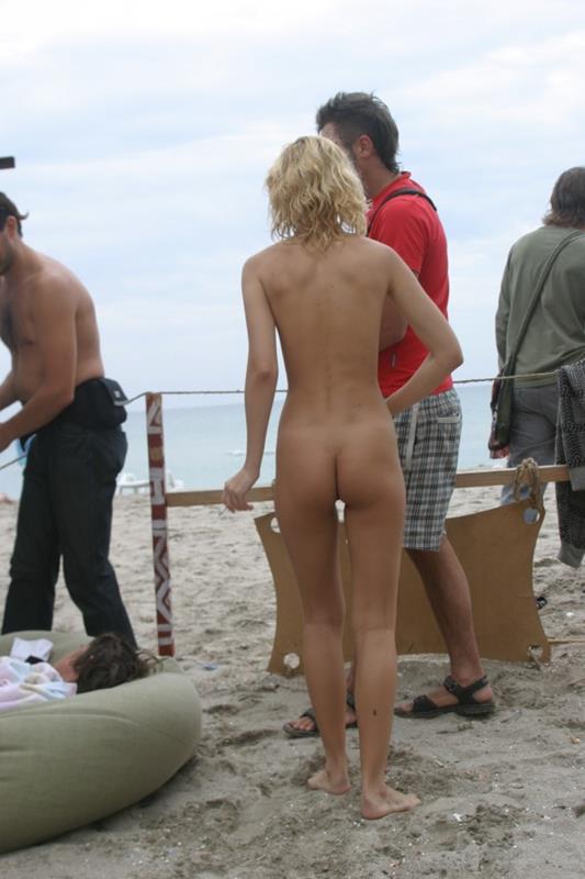 novinhas gostosas peladinhas na praia (22)