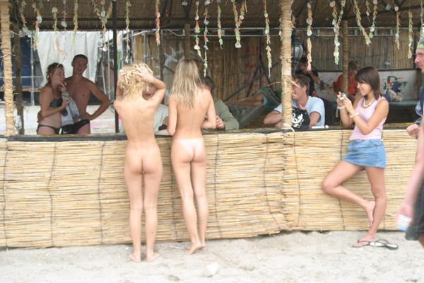 novinhas gostosas peladinhas na praia (27)