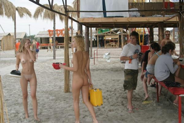 novinhas gostosas peladinhas na praia (6)