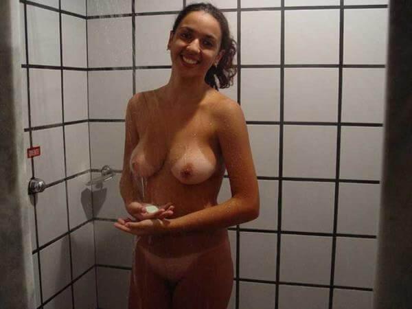 flagras de novinhas peladinhas no banho