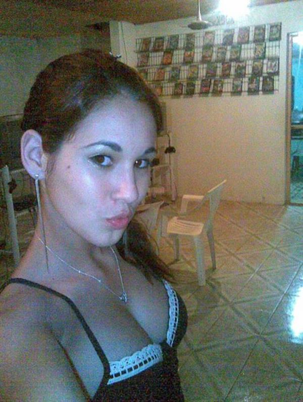 Novinha Peituda Nua Em Fotos Caseiras