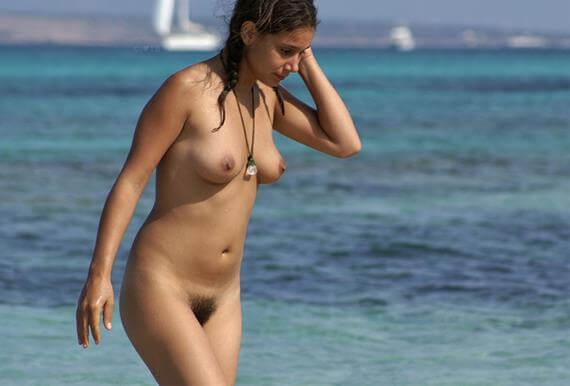 novinhas gostosas peladas na praia