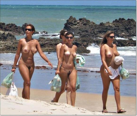 Mulheres gostosas peladas na praia de nudismo Tambaba