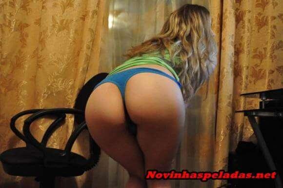brasileira safada exibindo a buceta inchada