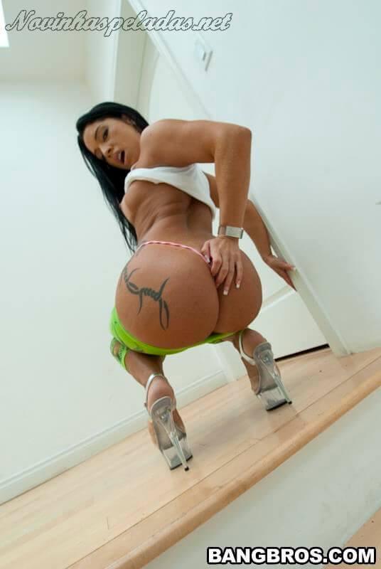 mostrando big booty