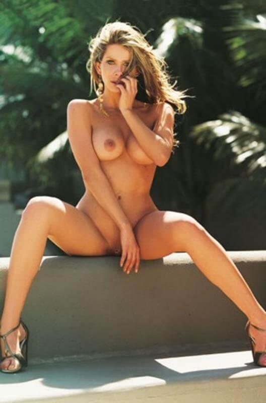 Karina Bacchi nua e pelada na revista Playboy