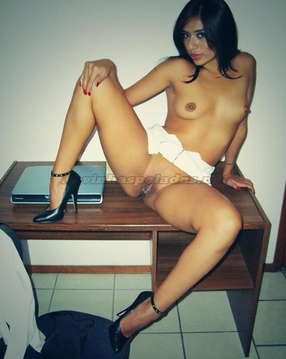 Secretaria gostosa mostrando a buceta caiu na net