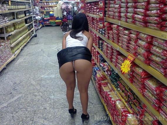 Flagras de mulheres gostosas se exibindo no supermercado