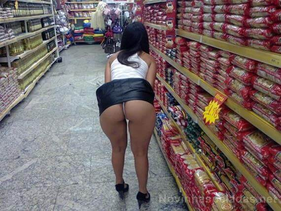 Loira rabuda no supermercado - 2 7