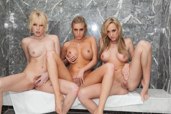 mulheres peladas transando na banheira