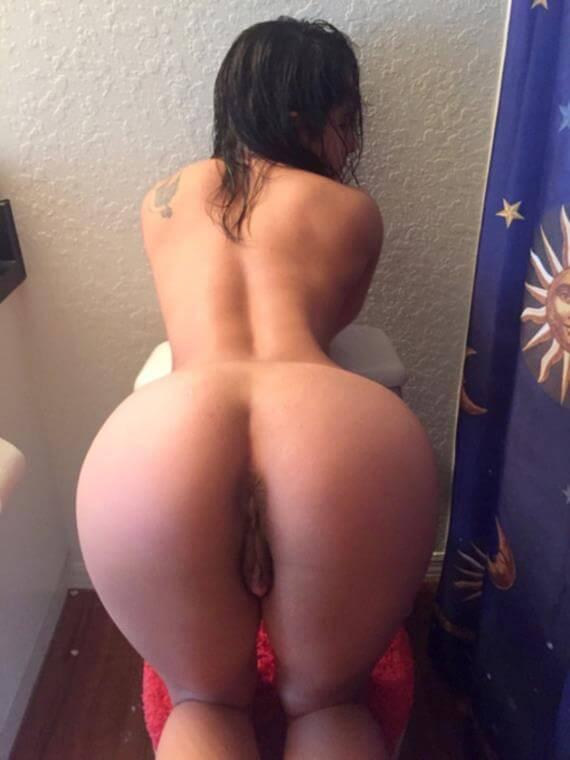 novinha rabuda mostrando sua buceta grande e greluda