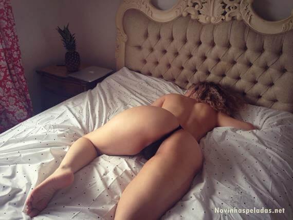 bunduda gostosa dormindo de calcinha