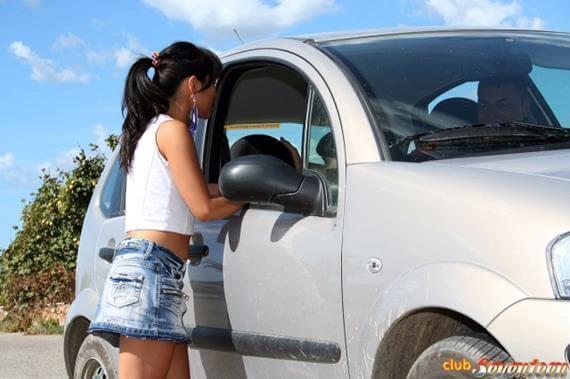comendo a novinha no carro