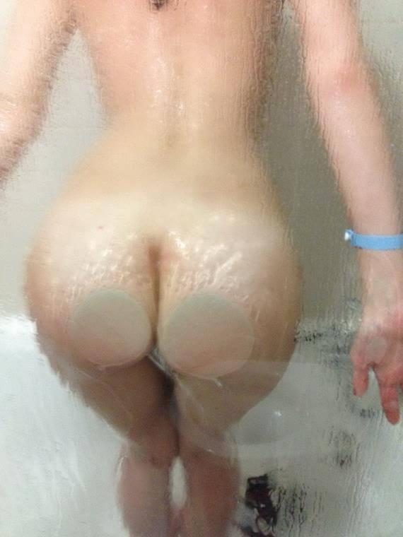 foto de Mulher Pelada Tomando Banho