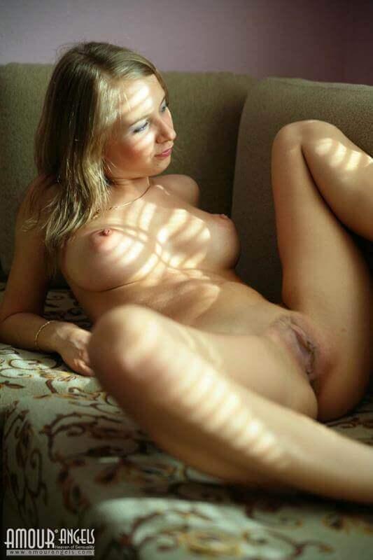 loirinha gostosa dos peitos durinhos peladinha
