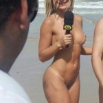 Mendigata Nua na Praia de Nudismo Sem Tarja