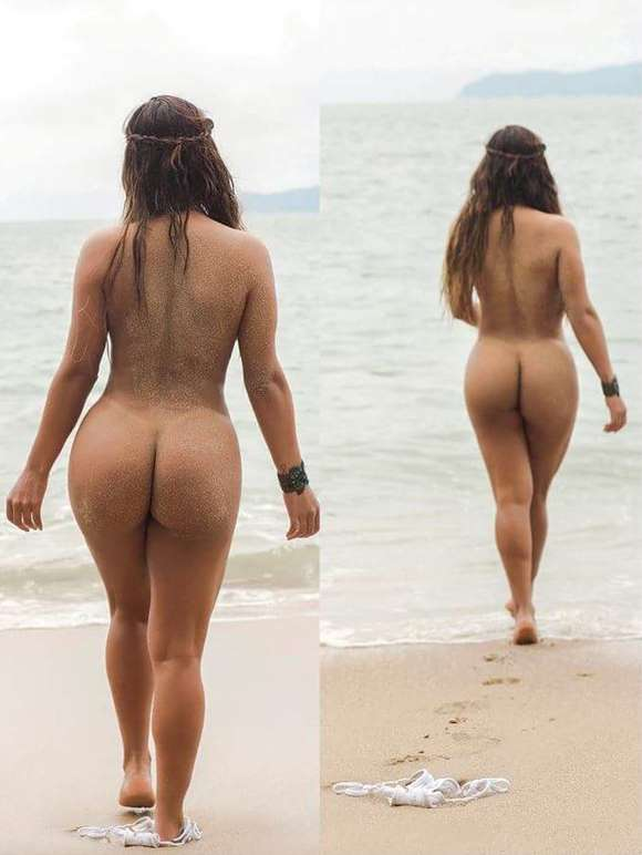 mulher gostosa nua na praia