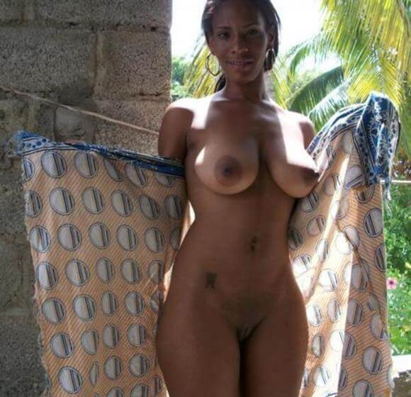 mulheres nuas mostrando tudo