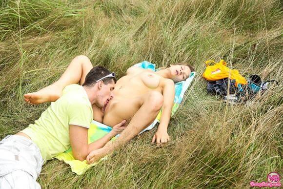 novinha transando no mato com namorado
