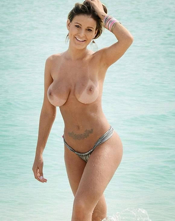 andressa urach fazendo topless na praia