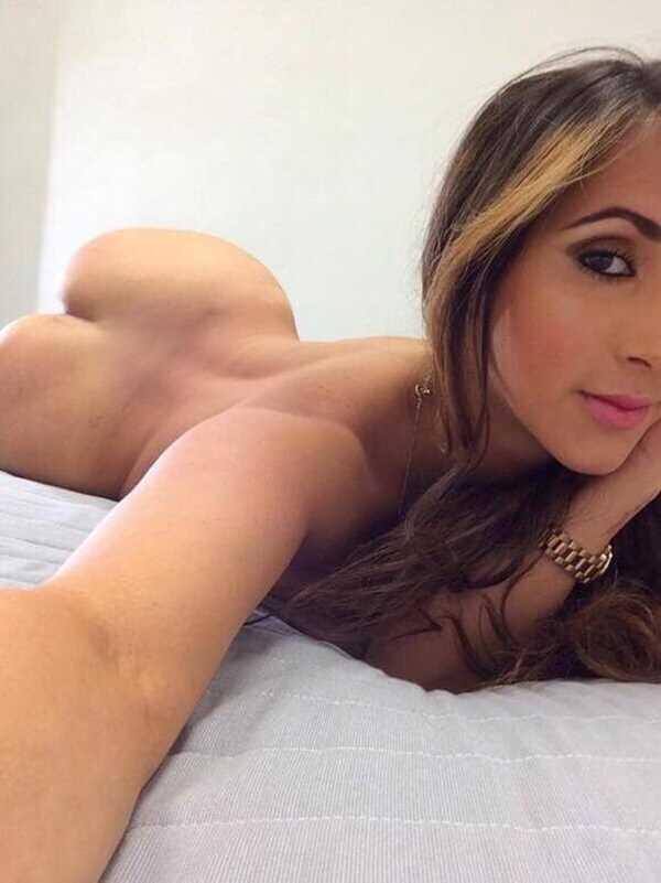 mulher pelada mostrando a bunda gostosa em fotos amadoras