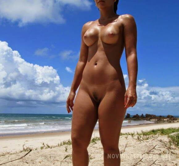 mae nua mulheres nuas na praia