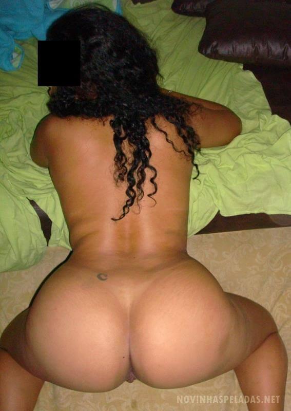 mulher pelada de quatro mostrando o bundao gostoso