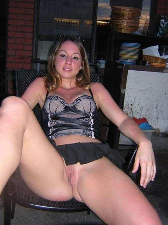 mulheres sem calcinha mostrando a buceta