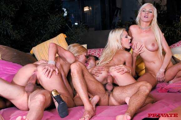 suruba com quatro loiras gostosas