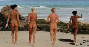 Gostosas peladas na praia em lindas fotos